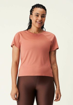 ACTIVE LOGO TEE - T-shirts - copper brown