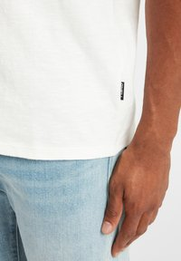 O'Neill - TEES S/SLV OLD SCHOOL - Basic T-shirt - powder white - 4