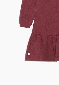 Ebbe - ISADORA DRESS - Žerzejové šaty - cherry red melange - 3