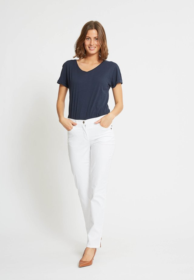 LAURIE JEANS CHARLOTTE IN KLASSISCHER FIVE-POCKET-OPTIK - Tygbyxor - white