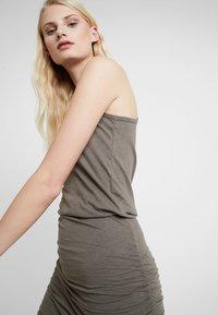 AllSaints - TOBY DRESS - Etuikleid - khaki green - 3