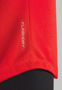 The North Face - WOMENS GRAPHIC PLAY HARD  - T-shirts med print - fiery red - 4