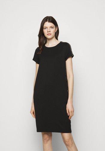 GRID DRESS - Žerzejové šaty - black