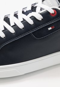 Tommy Hilfiger - ESSENTIAL CUPSOLE - Trainers - blue - 5