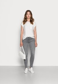 Marc O'Polo - TROUSER SKINNY FIT REGULAR LENGTH LOW WAIST - Jeans Skinny Fit - grey wash - 1