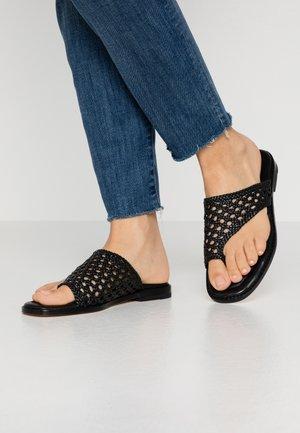 ELODIE  - Sandály s odděleným palcem - black