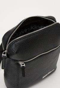 Calvin Klein - REPORTER - Across body bag - black - 3