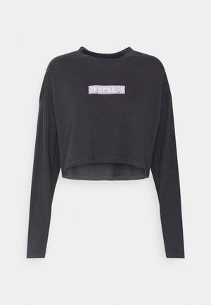 NMFRIDA SEMI CROPPED - Camiseta de manga larga - obsidian/front