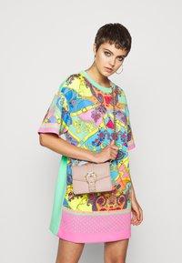 Versace Jeans Couture - DISCOBAGCOUTURE  - Across body bag - nudo - 0