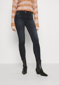 Le Temps Des Cerises - Slim fit jeans - black/blue - 0