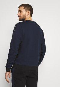 Lacoste Sport - TAPERED - Collegepaita - navy blue/black - 2