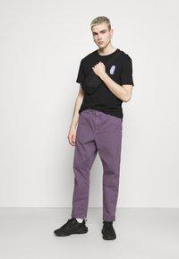 YOURTURN - UNISEX - T-shirts print - black - 1