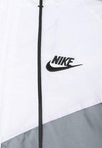 Nike Sportswear - Chaqueta fina - smoke grey/white/black - 2