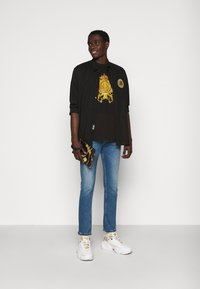 Versace Jeans Couture - MARK - T-shirt med print - black - 1