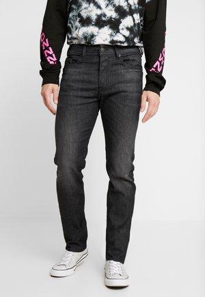 BUSTER - Slim fit jeans - grey denim