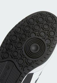adidas Originals - FORUM LOW UNISEX - Sneakersy niskie - white/core black - 6
