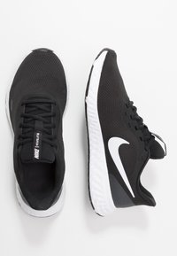 Nike Performance - REVOLUTION 5 - Obuwie do biegania treningowe - black/white/anthracite - 1