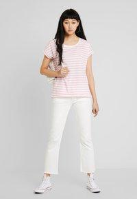 Vila - VIDREAMERS PURE  - Print T-shirt - begonia pink/snow white - 1
