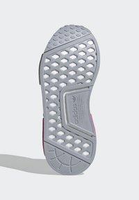 adidas Originals - NMD_R1 SHOES - Matalavartiset tennarit - halo silver/ftwr white/screaming pink - 4