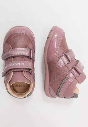 ELTHAN GIRL - Baby shoes - dark pink/silver