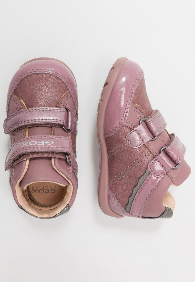 ELTHAN GIRL - Dětské boty - dark pink/silver