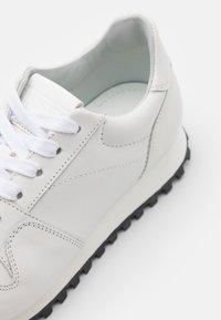 CLOSED - PEPPER - Zapatillas - white - 4