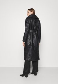 Who What Wear - BELTED PUFFER COAT - Classic coat - black - 2