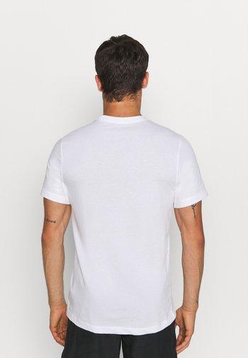TEE TRAIL - Print T-shirt - white