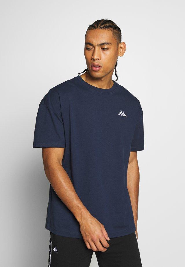 VEER - Basic T-shirt - dress blue asters