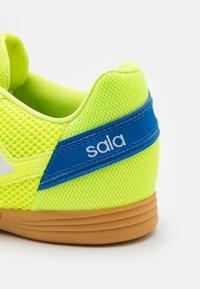 adidas Performance - TOP SALA UNISEX - Indoor football boots - solar yellow/footwear white/glow blue - 5