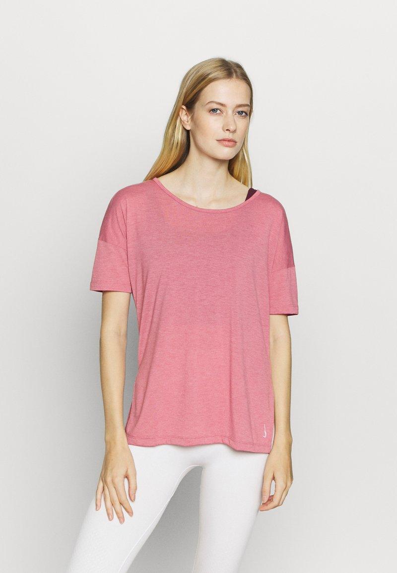 Nike Performance - YOGA LAYER - Camiseta básica - desert berry/arctic pink