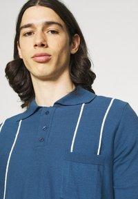 Far Afield - ALFARO - Polo shirt - ensign blue/white sand - 3