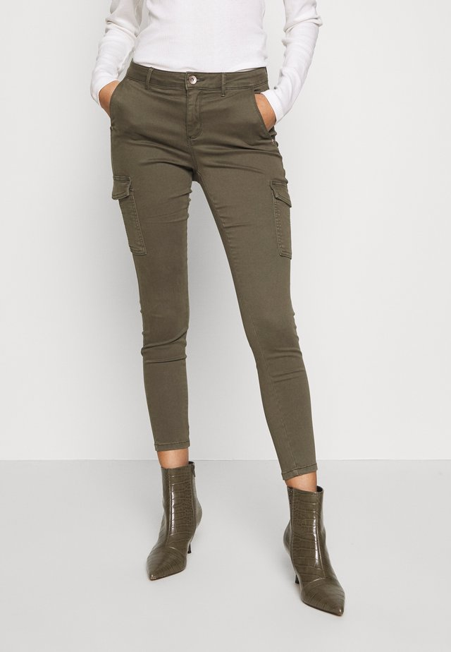 ONLNEW COLE MIRINDA - Pantalones cargo - grape leaf