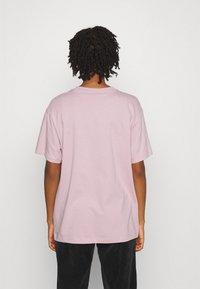 Nike Sportswear - Print T-shirt - champagne/white - 2