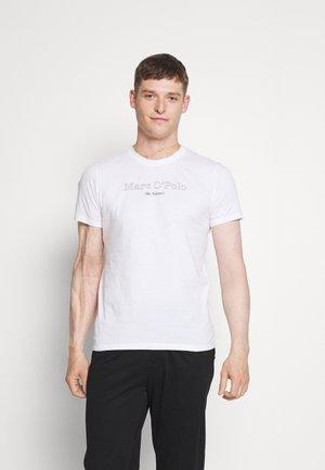 SHORT SLEEVE CREW NECK ARTWORK ON CHEST - Print T-shirt - white