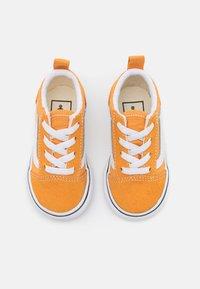 Vans - OLD SKOOL ELASTIC LACE UNISEX - Sneakers laag - golden nugget/true white - 3