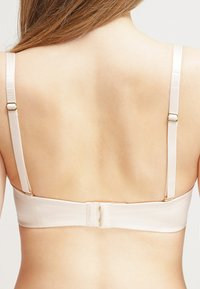 Triumph - BODY MAKE-UP ESSENTIALS - Multiway / Strapless bra - nude beige - 4
