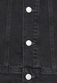 Tommy Jeans - TRUCKER JACKET UNISEX - Veste en jean - save black - 5