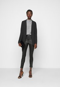 Missguided Tall - SPLIT HEM VICE WITH ZIPS - Jeans straight leg - black - 1