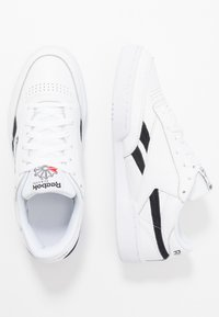 Reebok Classic - CLUB C REVENGE  - Sneakers basse - white/black/none - 1