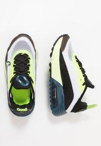 Nike Sportswear - AIR MAX 2090 UNISEX - Zapatillas - white/black/volt/blue force - 0