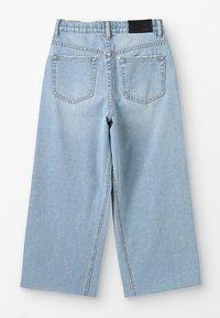 Grunt - WIDE LEG CROP  - Široké džíny - mid blue - 1