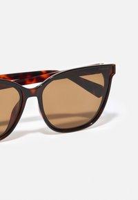 Polaroid - Sluneční brýle - dark havana - 4