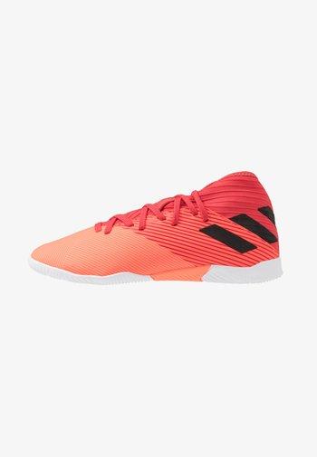 NEMEZIZ 19.3 IN - Indoor football boots - signal coral/core black/red