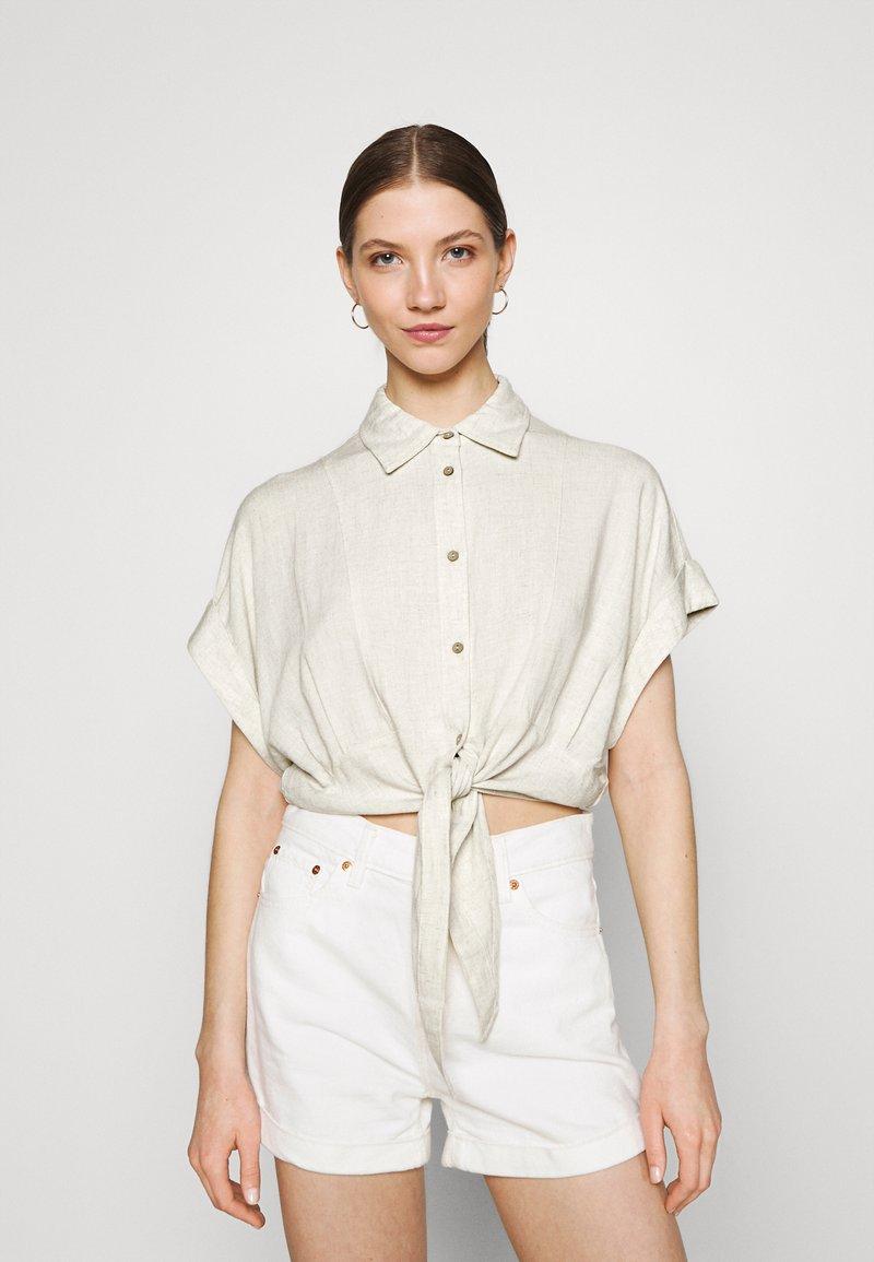 YAS - YASVIRO TIE SHIRT - Button-down blouse - eggnog