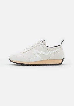 RETRO RUNNER - Sneakers laag - antique white