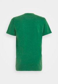 Mitchell & Ness - NBA BOSTON CELTICS WORN LOGO WORDMARK TEE - Print T-shirt - green - 1