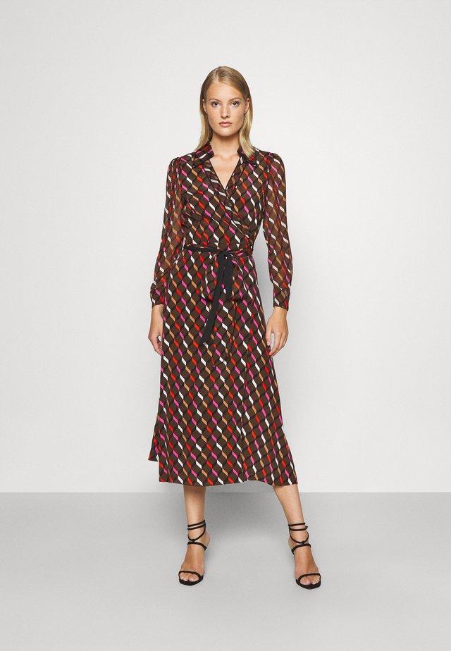 BROOKE DRESS - Juhlamekko - wood brown