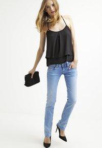 Pepe Jeans - VENUS - Jeans Slim Fit - D26 - 1