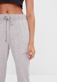 Bershka - Verryttelyhousut - light grey - 3